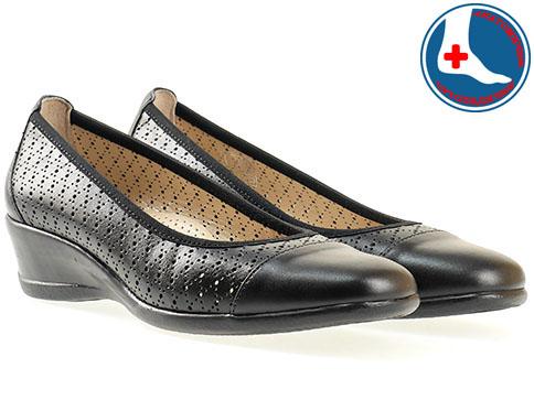 Дамски ежедневни обувки с комфортно ортопедично ходило и модерна перфорация в черен цвят  z07097ch