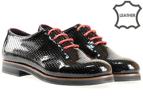 Модерни  дамски обувки с изчистен италиански дизайн, изпълнени в черен естествен лак 6230lch