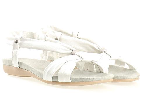 Равни дамски сандали Jana, изработени от висококачествена еко кожа в сребрист цвят 8828160sr