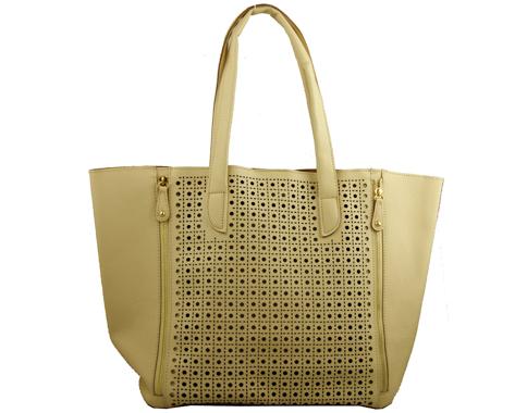 Уникална дамска чанта от фешън колекция на френската марка David Jones с ефектна перфорация в бежов цвят cm2054bj