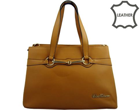 Семпла дамска чанта със стилен метален аксесоар, изработена от светло кафява естествена кожа 38142k