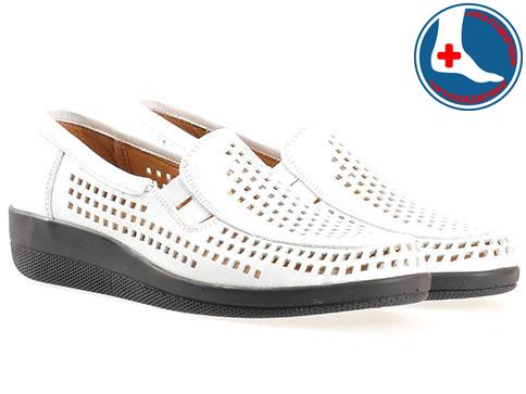 Меки и комфортни дамски обувки Loretta с перфорация, изработени от бяла естествена кожа l5511b