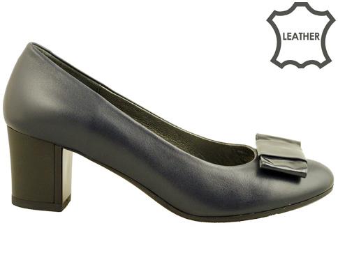 Комфортни дамски обувки с интересна панделка z619203s