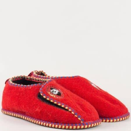 Детски комфортни пантофи с мек текстилен хастар и велкро лента на български производител в червен цвят pf5-35
