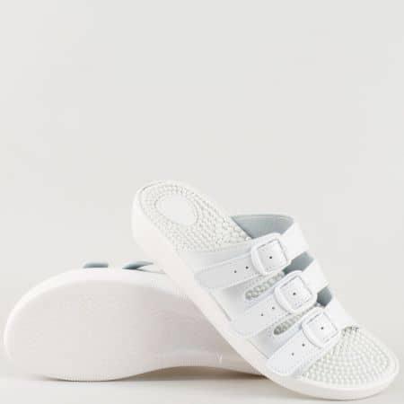 Български дамски чехли в бяло на масажиращо комфортно ходило с бодлички s116b