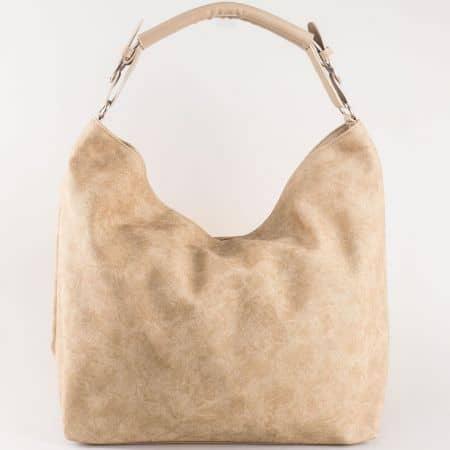 Дамска ежедневна чанта със стилна визия на български производител в тъмно бежово s1187tbj