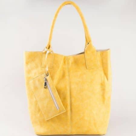 Жълта дамска чанта с модерна визия и вадещ се органайзер s1199j