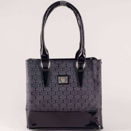 Черна дамска чанта със стилна визия и две практични прегради s1204bch