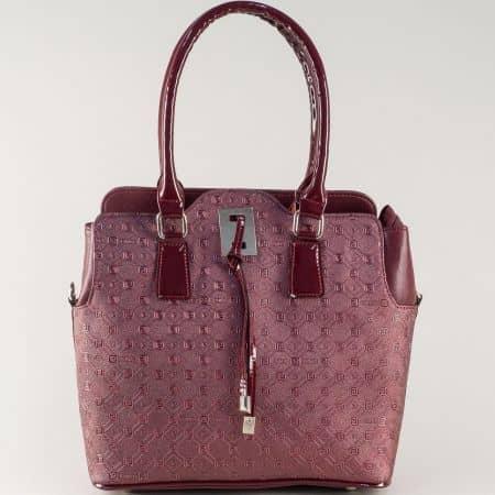Българска дамска чанта в цвят бордо с две къси и допълнителна дълга дръжка s1207bbd