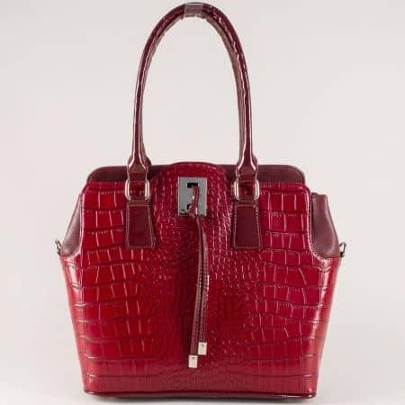 Българска дамска чанта с кроко принт в цвят бордо s1207krbd
