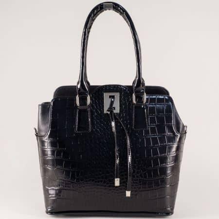 Лачена дамска чанта в черен цвят на български производител s1207krch
