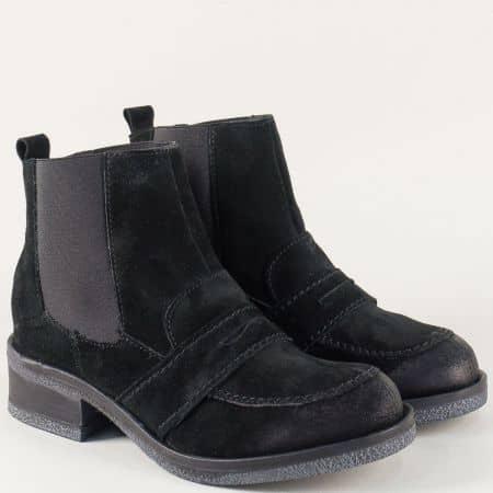 Велурени дамски боти на нисък ток в черен цвят t22016vch