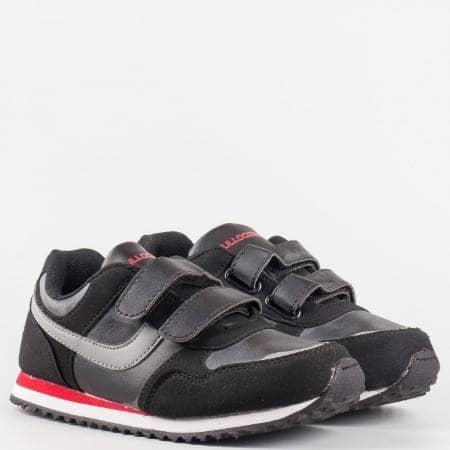 Удобни детски маратонки с две лепенки в черен цвят със сиви ленти, произведени за марката Bulldozer v5182-35ch