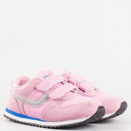 Удобни детски маратонки с две лепенки в розов цвят, произведени за марката Bulldozer v5182-35rz