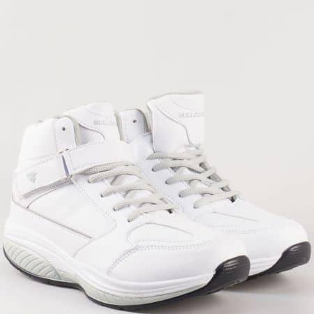 Високи дамски спортни обувки с връзки и лепка- Bulldozer в бяло  v62218-40b