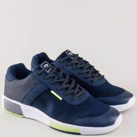 Мъжки спортни обувки решени в тъмно син цвят на удобно и равно ходило v71062-45s