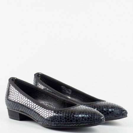 Удобни  дамски обувки  от 100% естествен лак с ортопедична стелка с кроко принт в черен цвят z137601ch