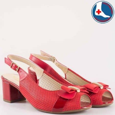 Дамски сандали на удобно анатомично ходило с перфорация в червен цвят от естествена кожа z1607chv