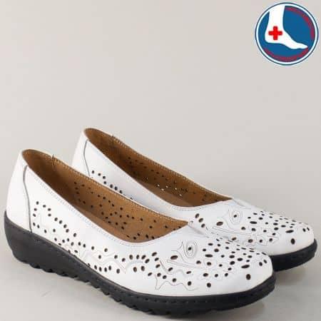 Дамски обувки от естествена кожа в бяло на равно ходило z166b