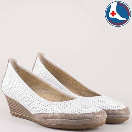 Анатомични  дамски обувки с перфорация на клин ходило от естествена кожа изцяло- Naturelle в бяло и златно z172903bbz