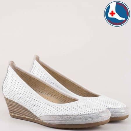 Ортопедични  дамски обувки с перфорация на клин ходило от естествена кожа изцяло- Naturelle в бяло и сребърно z172903bsr