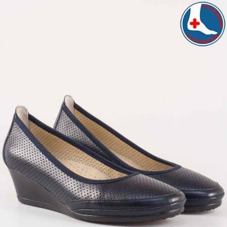 Перфорирани дамски обувки на клин ходило с кожена анатомична стелка- Naturelle от естествена кожа в син цвят z172903s
