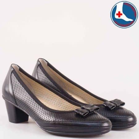 Анатомични дамски обувки на среден ток от перфорирана естествена кожа в черен цвят z173003ch