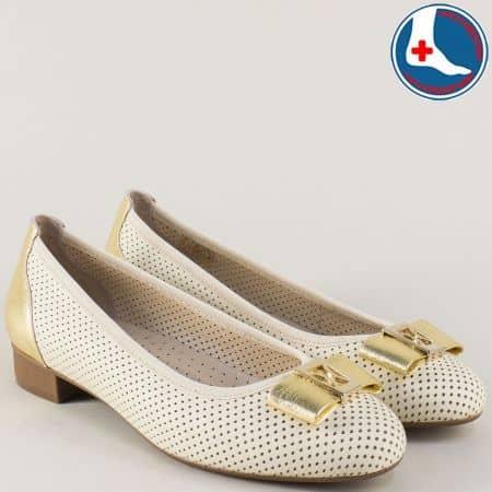 Кожени дамски обувки с перфорация в златист и бежов цвят z173804bj