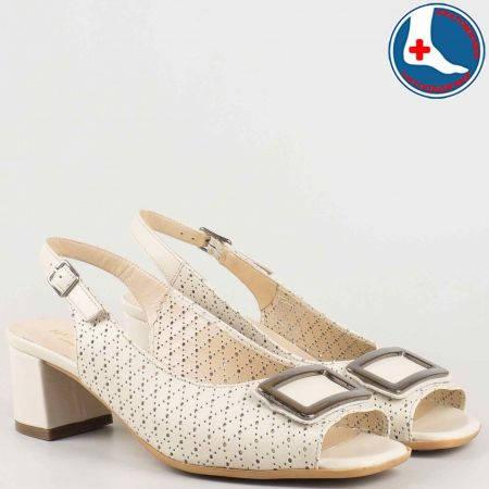 Анатомични дамски сандали на среден ток в бежов цвят- Naturelle от перфорирана естествена кожа z1904bj