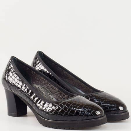 Стилни дамски обувки на среден ток с кожена анатомична стелка- Naturelle от естествен лак в черен цвят  z632801klch