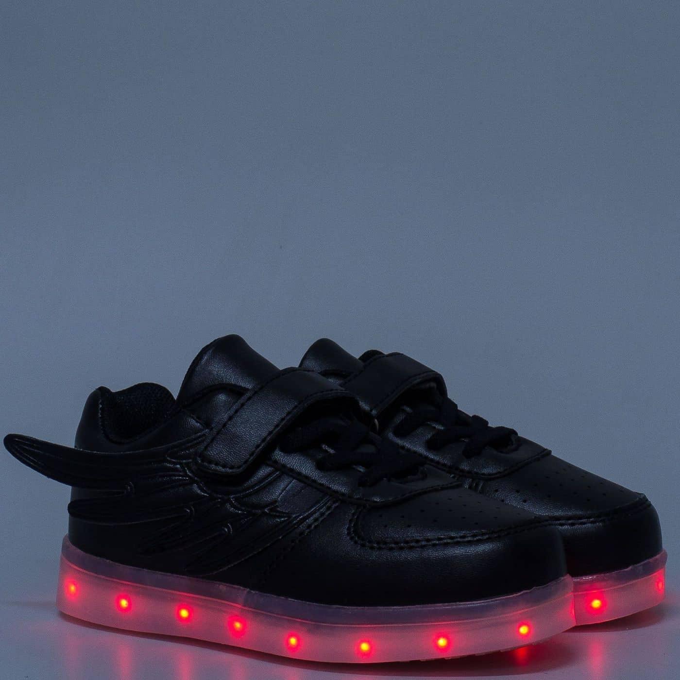 df9aca3237a Детски светещи маратонки с връзки и лепка в черен цвят 1199-30ch -  Sisi-bg.com