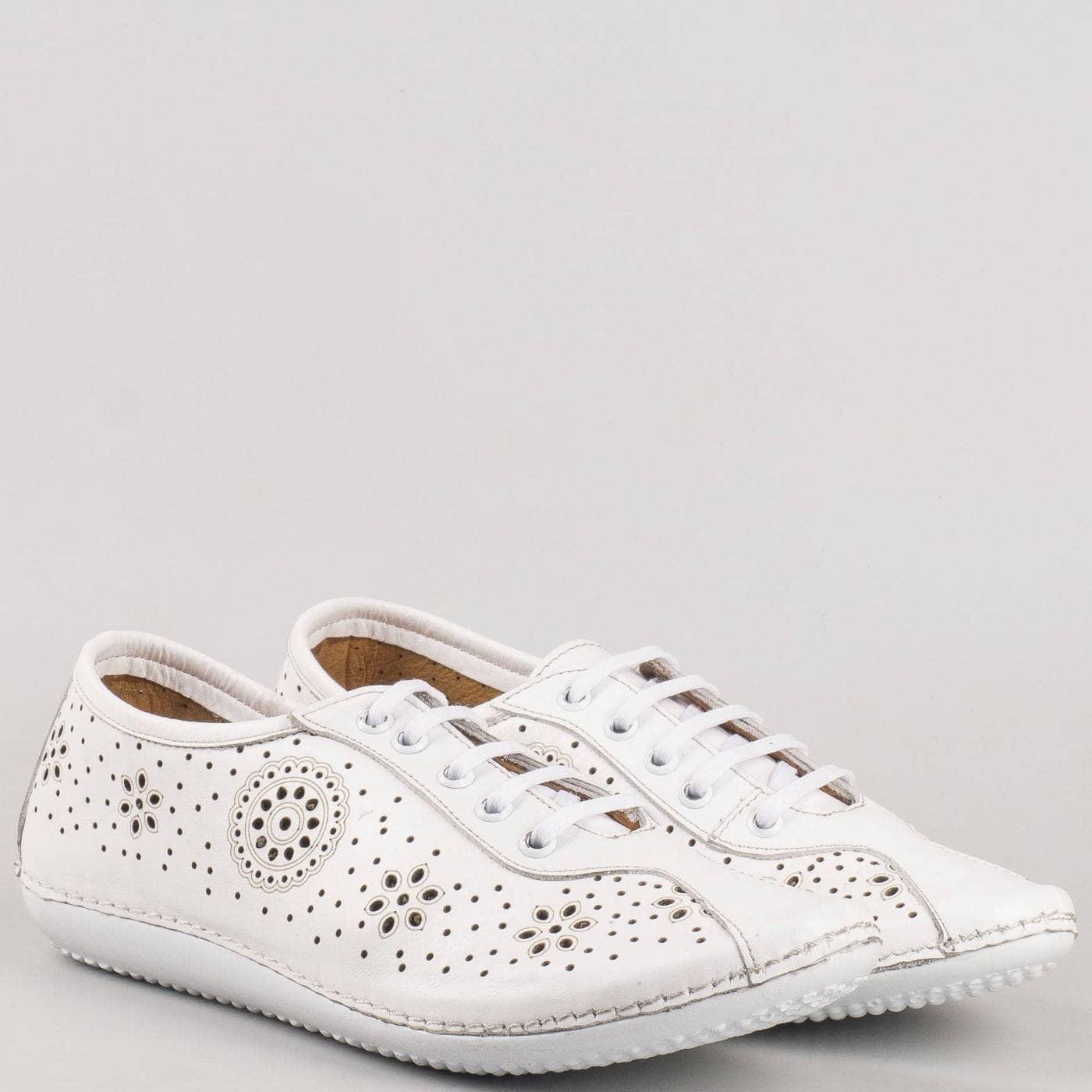 a94945fe11b Равни шити обувки- дамски с връзки от бяла естествена кожа с флорална  перфорация 451b - Sisi-bg.com