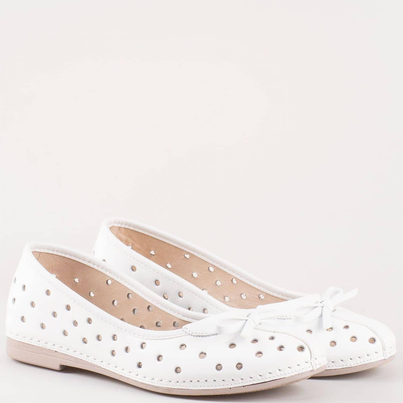 eb086cf2510 Равни дамски обувки с перфорация, тип балерини в бяло от естествена кожа  изцяло- Karyoka k1140b - Sisi-bg.com
