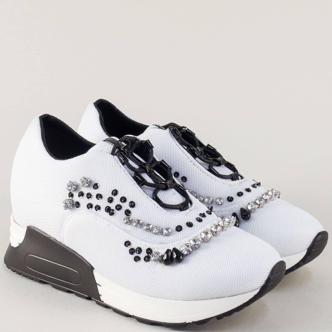 1f0993f5355 Бели маратонки на платформа с камъчета и пайети m7182b - Sisi-bg.com