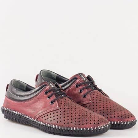Мъжки перфорирани обувки с връзки на равно, шито ходило от перфориран естествен набук в цвят бордо 00105nbd