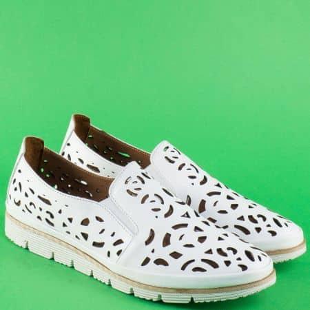 Бели дамски обувки от перфорирана естествена кожа  010720b