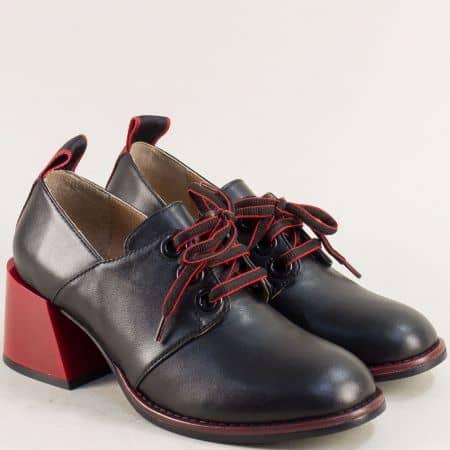 Кожени дамски обувки в черно на среден червен ток 010784ch