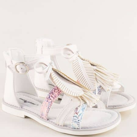 Бели детски сандали с кожена стелка и закачлива декорация- MAT STAR 018233b