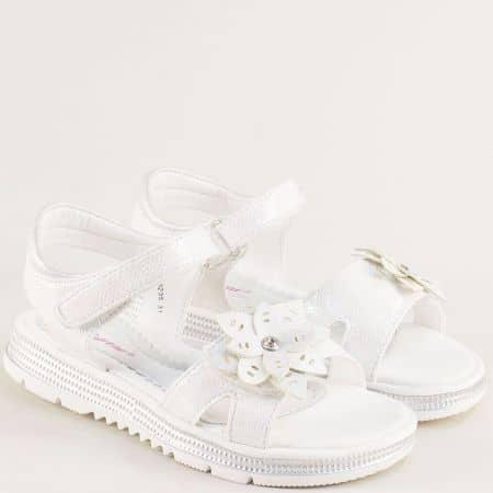 Бели детски сандали с две лепки и флорална декорация- MAT STAR 018235b