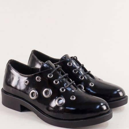 Лачени дамски обувки в черен цвят с връзки и нисък ток 0224334lch