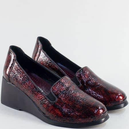 Дамска обувка в бордо естествен лак 025569lbd