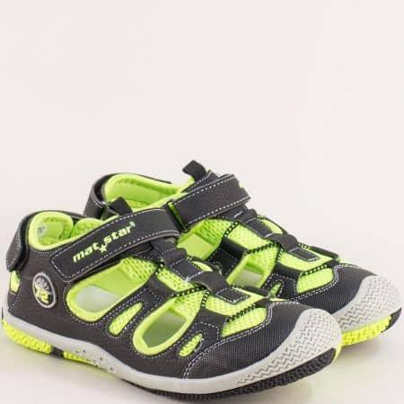 Детски пантофи с прорези в черно и зелено- MAT STAR 026358ch