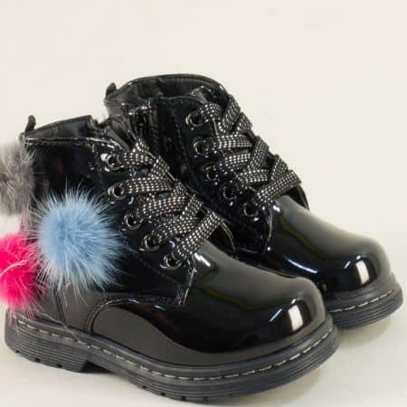 Черни детски боти с разноцветни пухчета- MAT STAR 026373lch