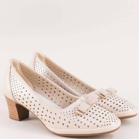 Перфорирани дамски обувки на среден ток в бежов цвят 028588bj