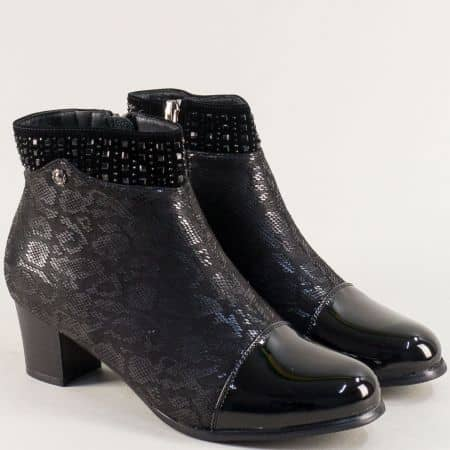 Черни дамски боти със змийски принт на среден ток 028624chps