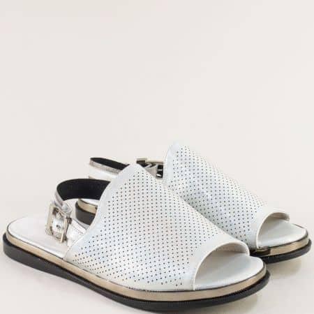 Бели дамски сандали с перлен блясък на равно ходило- MAT STAR 028638b