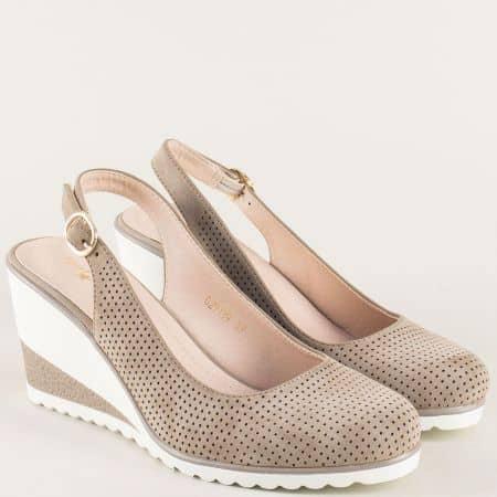Дамски сандали със затворени пръсти в бежово на клин ходило- MAT STAR 029119bj