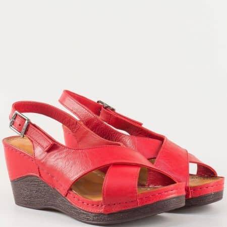 Кожени дамски сандали на шито ходило в червен цвят 04chv