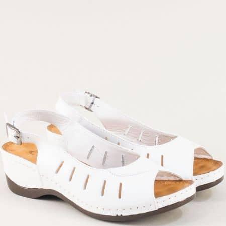 Кожени дамски сандали в бяло на платформа 0502b
