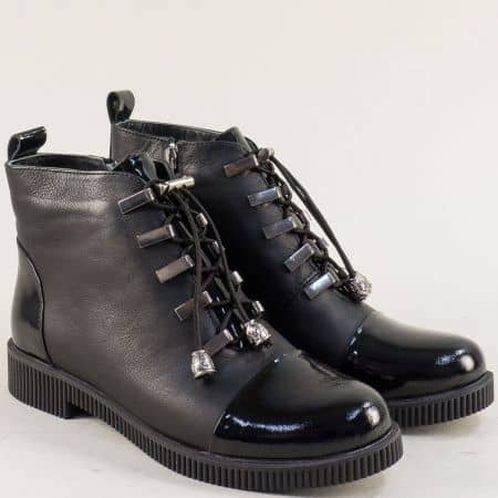 Черни дамски боти на нисък ток от естествен лак и кожа  05105ch